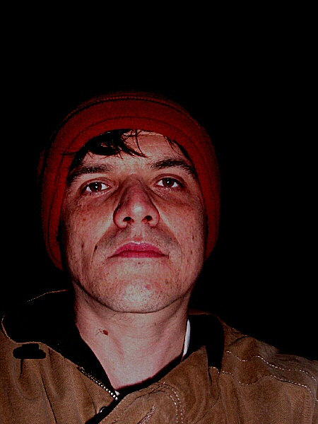 Photo - Autoportrait au bonnet rouge.